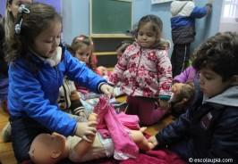 Atividade: vestir a boneca com roupas de inverno